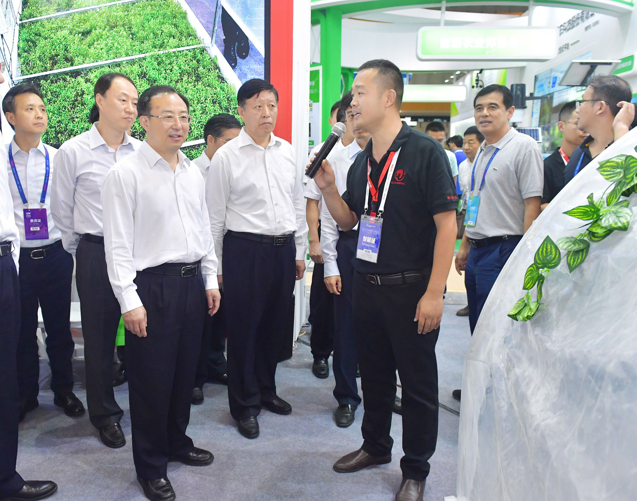 2017年吴政隆省长视察科沃展台