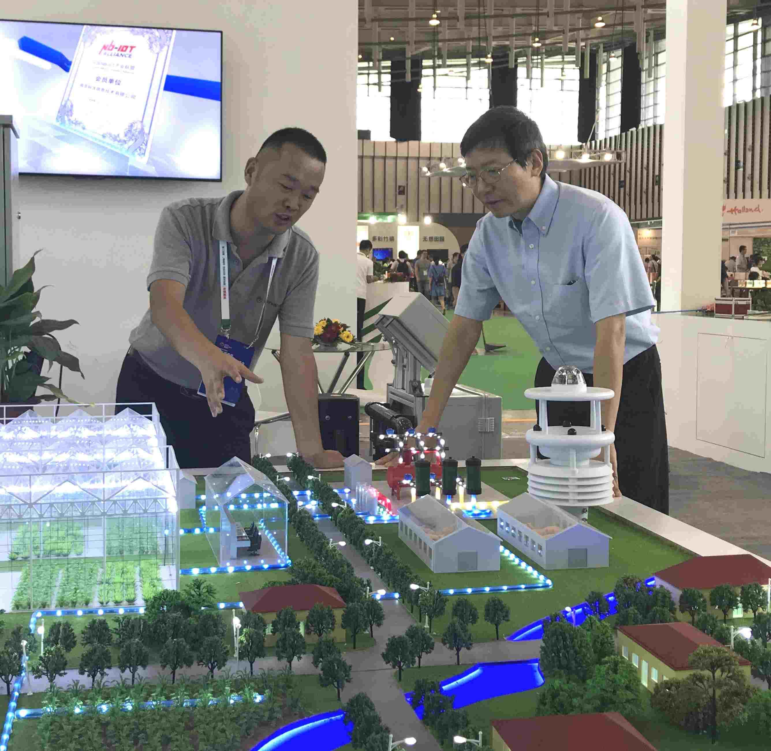 加拿大工程院 院士凌晓峰和苗总沟通智慧农业场景应用